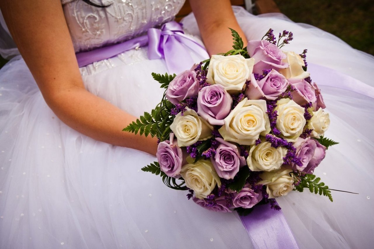 Пурпурные розы для свадебного букета